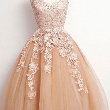 A-line V-neck Tulle Homecoming Dres..
