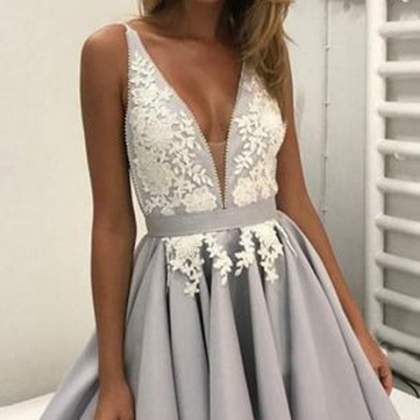 Short Homecoming Dress with Lace Gr..