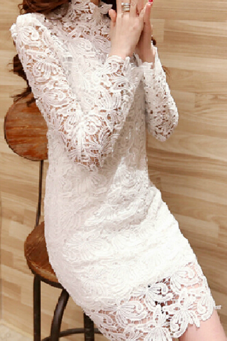 Slim lace long-sleeved dress