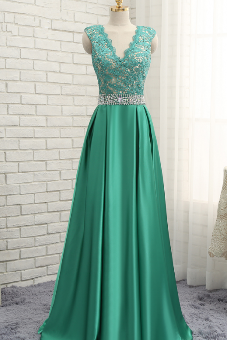 A green wedding dress party with a cute dress at the cape evening gown