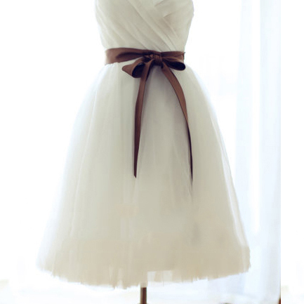Sweetheart White Bridesmaid Dress, Short Bridesmaid Gowns with Sashes, Cute Knee-length Bridesmaid Dress with Ruching Detail,