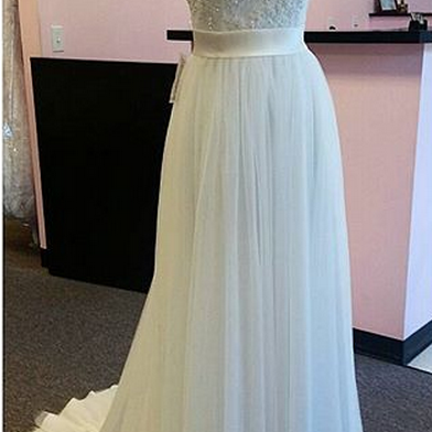 Simple Ivory Tulle Strapless Wedding Dress With Beaded Lace Appliques