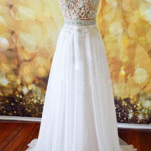 A clear white ball gown with a chiffon gown, evening dress.